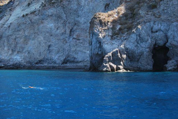 lipari-sud-grotta-dello-stupro.jpg
