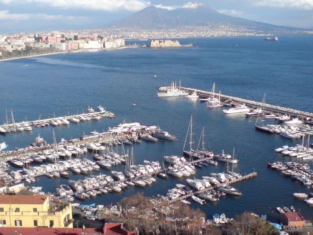 La terrazza sul mare dell\'America\'s Cup a Napoli